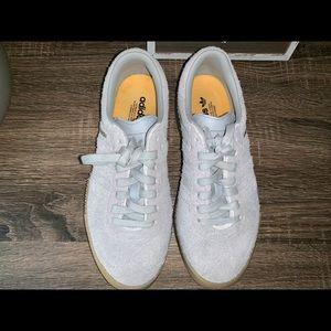 Woman's Adidas Size 5 1/2